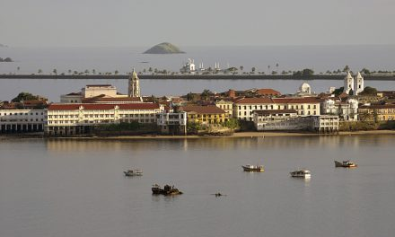 Discover Panama's highlights and its cultural heartland