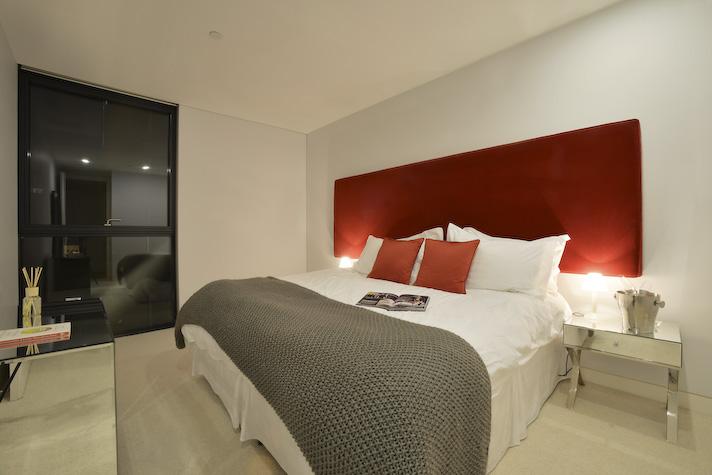 Banksidebedroom2